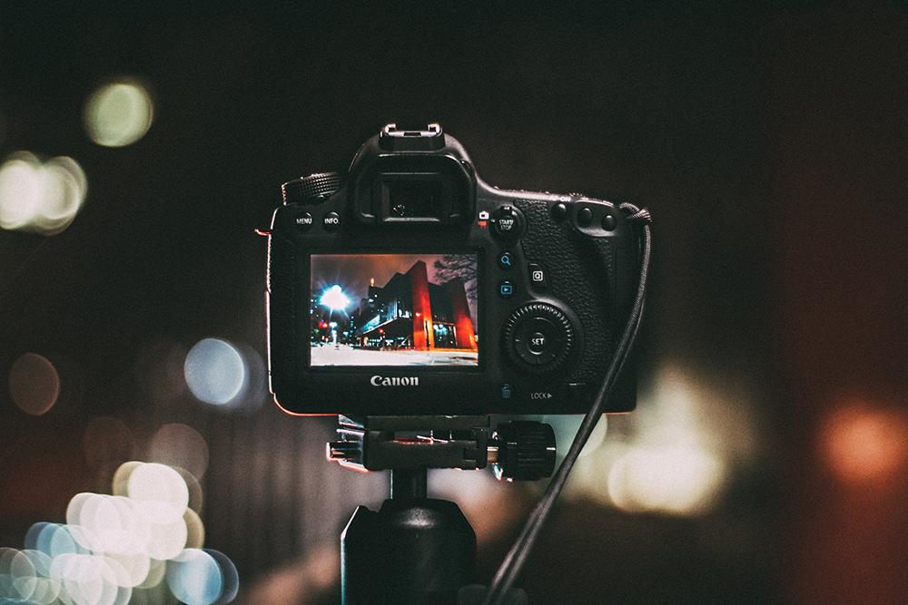 camera depth field shallow soft blur canon